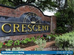 Picture of brick and metal business sign for Crescent at Alamo Heights Apartments