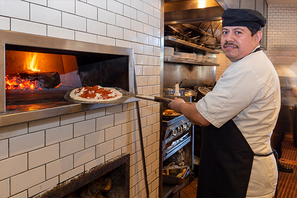 Pizza maker at Piatti in the Quarry